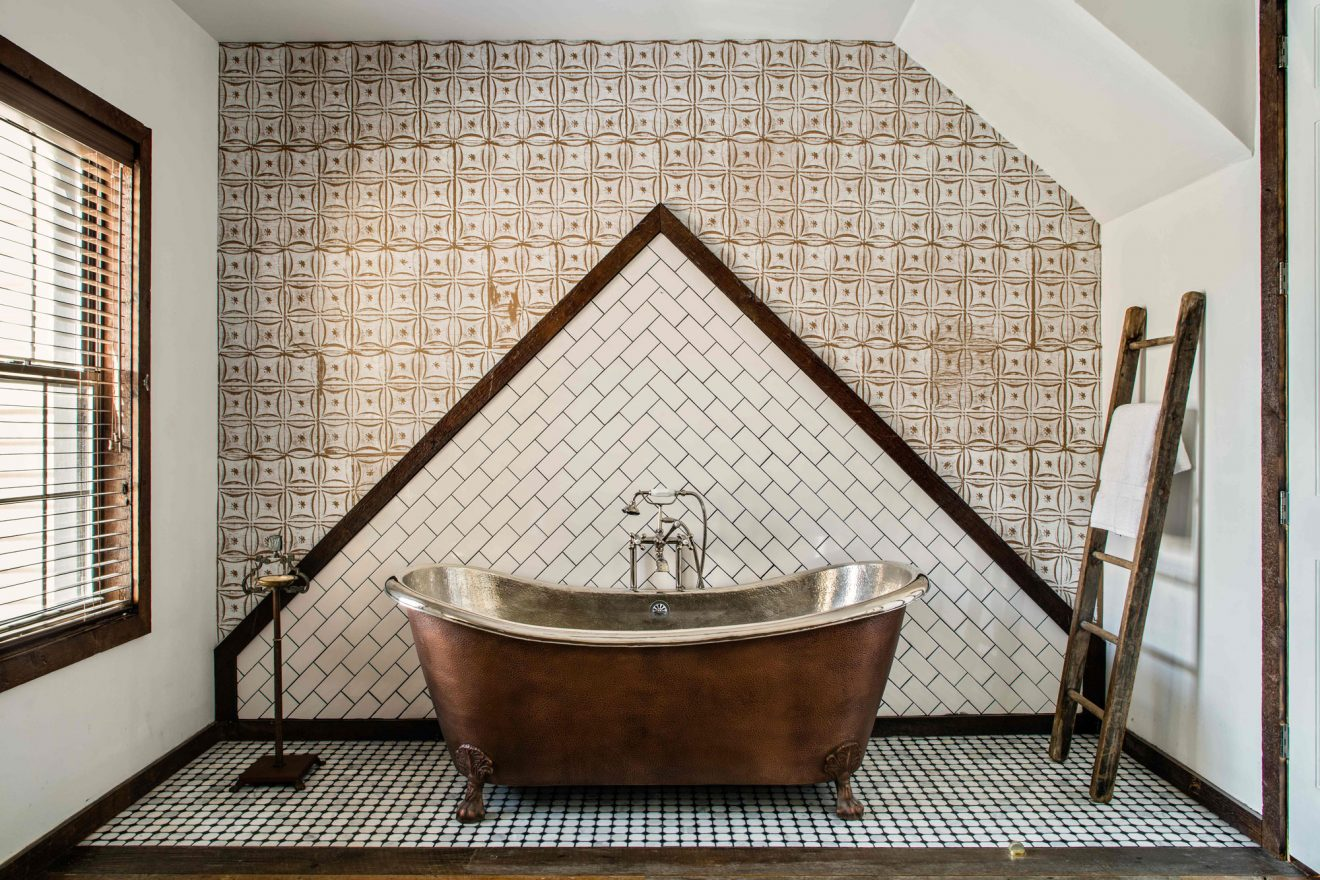 Urban Cowboy Brooklyn Private Treehouse Room Bathtub